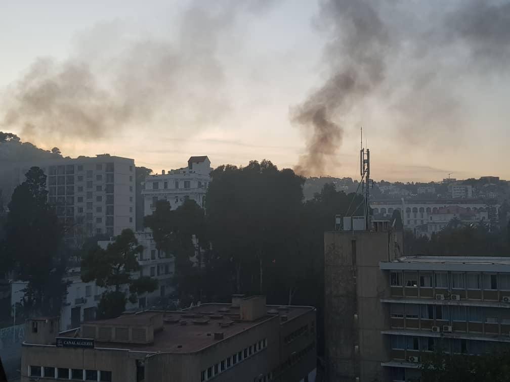 توتر بين المتظاهرين وقوات مكافحة الشغب على مستوى فندق سان جورج قرب مقر التلفزيون