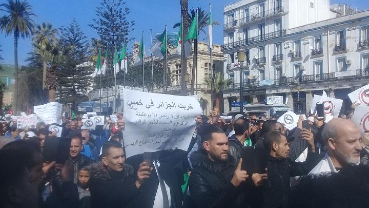 مسيرة حاشدة بعنابة ضد الخامسة